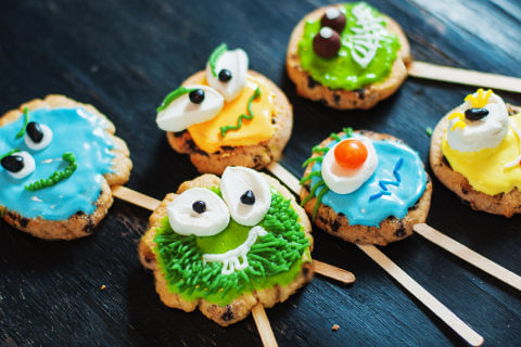 Monster-cookie-pops-2