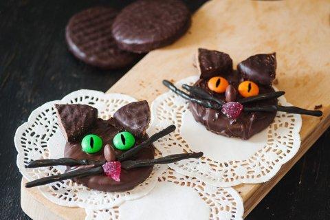 black cat sugar cookies