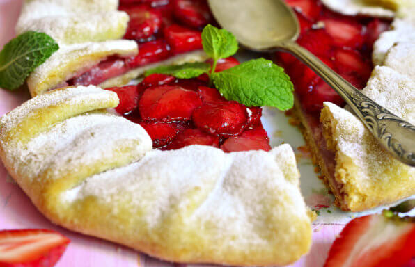 strawberry-galette-slice-of-heaven-apple-pie-za